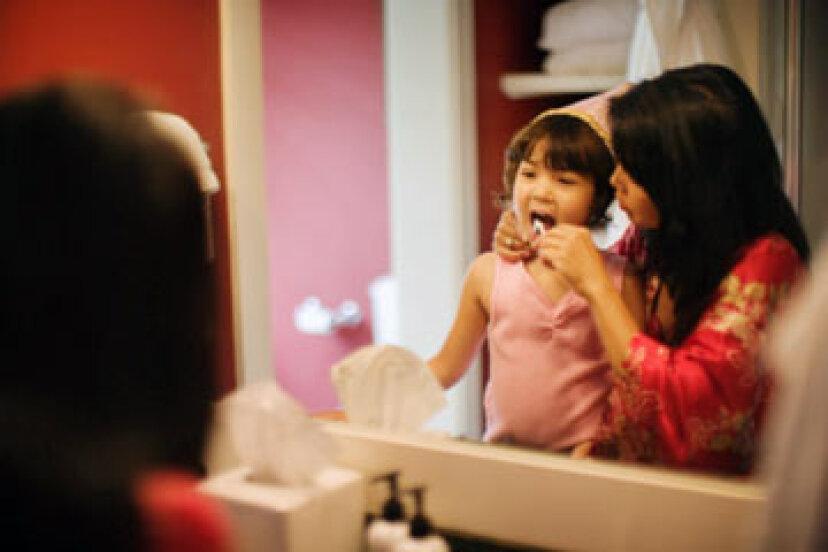 幼い子供はデンタルフロスとマウスウォッシュを使用する必要がありますか?