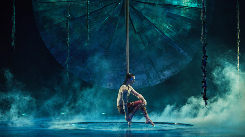 "Onstage wading pool in ""Luzia"""