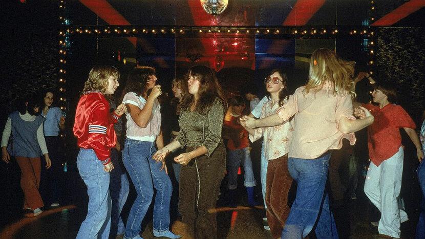 clubbing girls, 1970s