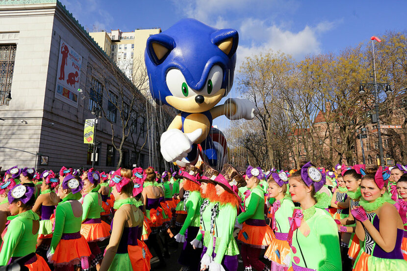 sonic the hedgehog balloon macy's day parade