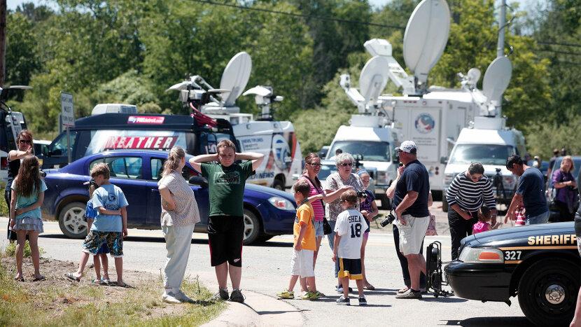 onlookers watch search for Jimmy Hoffa's body