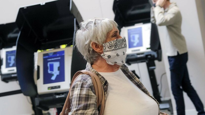 voter with face mask
