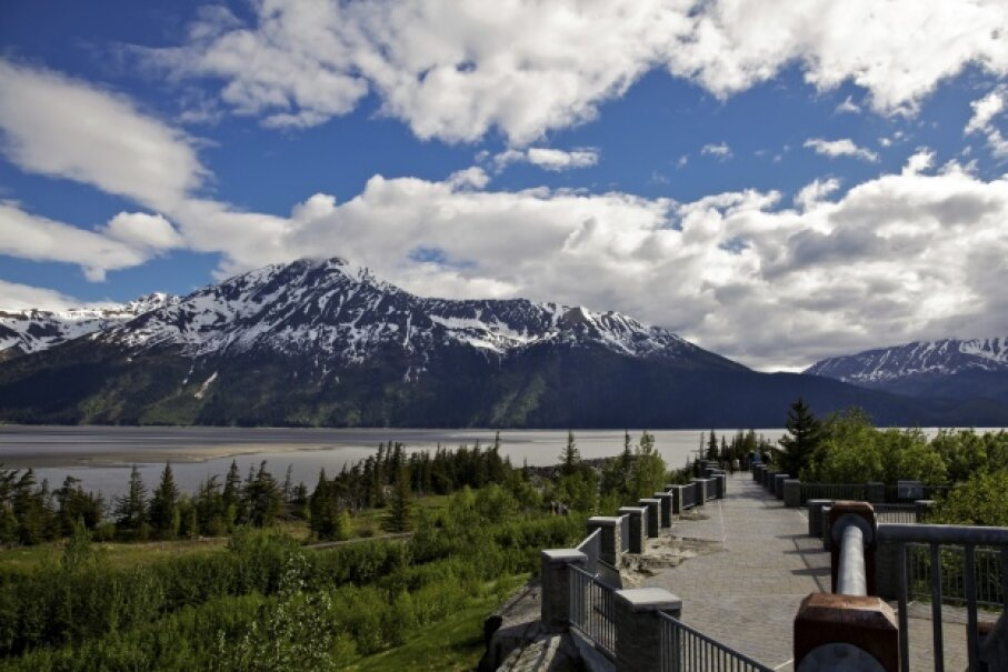 Four to five days a month, you can view the famous Turnagain Arm bore tide from the Seward Highway. Heather Nicaise/iStock/Thinkstock