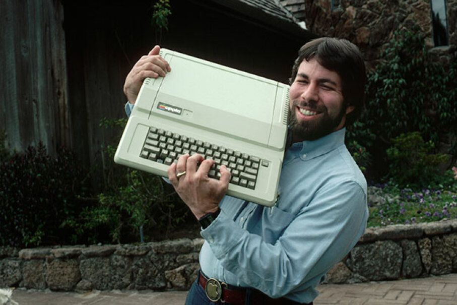 Steve Wozniak, designer of the Apple I and II series, shows off an Apple IIe. And a great belt buckle. © Roger Ressmeyer/CORBIS