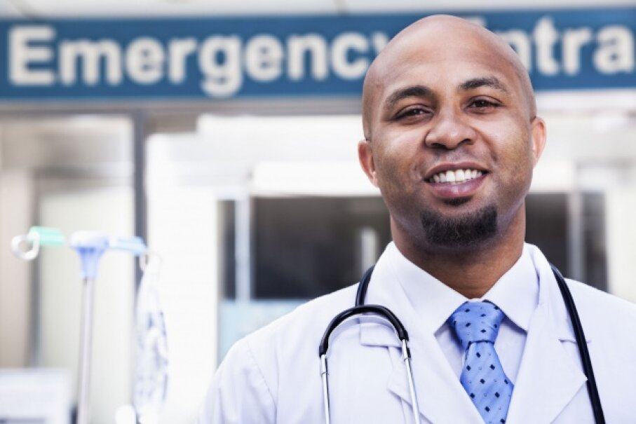 Emergency room staff members have to prioritize the most severe cases, so if someone in worse shape than you is there, be prepared to wait. © XiXinXing/Thinkstock