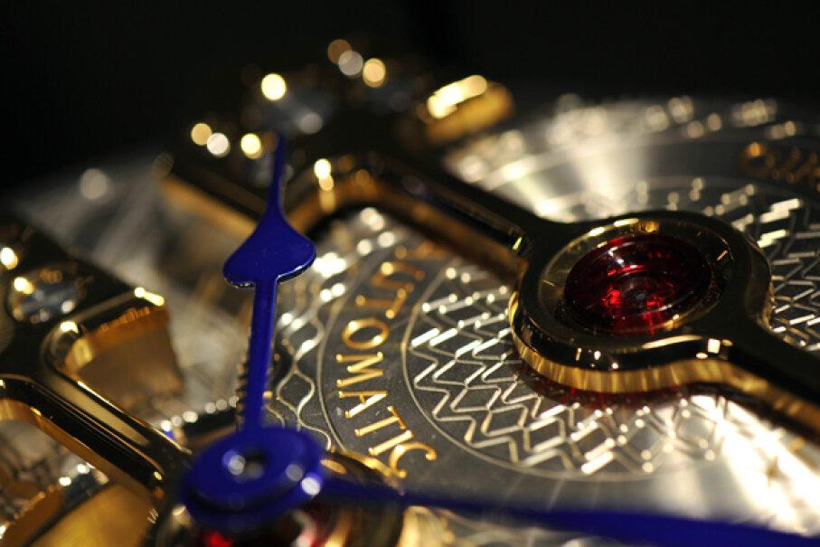 A Girard-Perregaux watch movement sits on display at the Salon International de la Haute Horlogerie (SIHH) watch fair in Geneva, Switzerland. (Harold Cunningham/Getty Images)