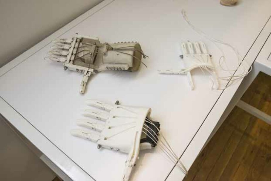 Prosthetic, mechanical hands were on display at the 3D Printshow, held at Metropolitan Pavilion, New York in 2014. © Timothy Fadek/Corbis