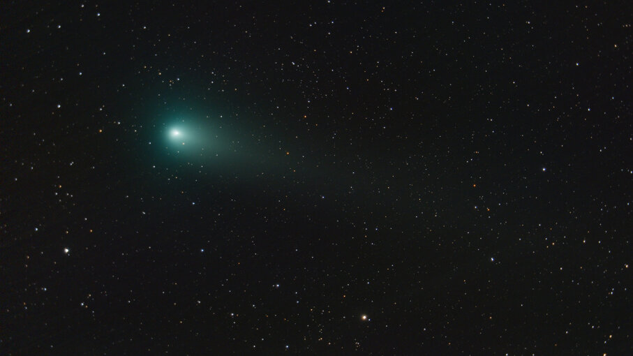 Heads Up Stargazers! Two Comets Passing Close to Earth in