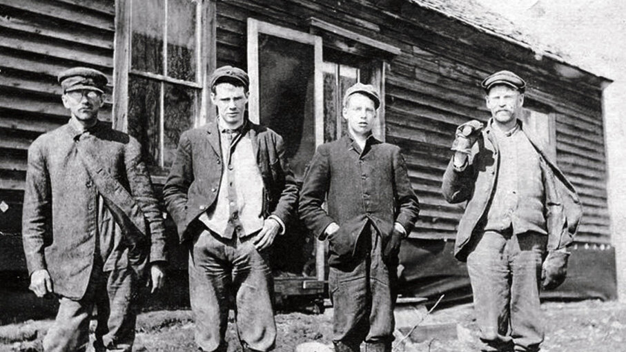 The Newton Boys Were the Baddest Bank Robbers You've Never Heard Of