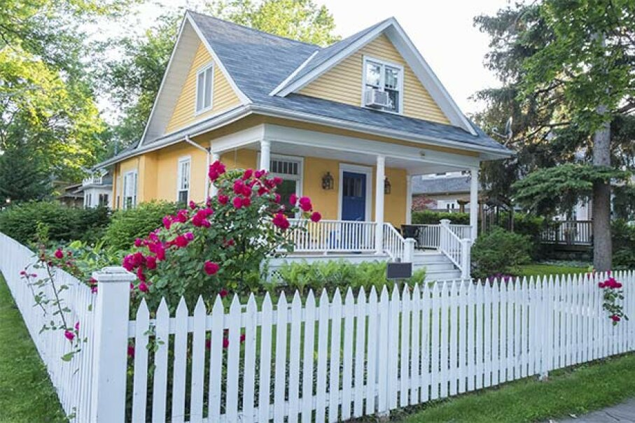 Depending on the kind of bankruptcy you filed and who you're getting your loan through, you might be able to buy a cute little house like this in just a few years. Chiyacat/iStock/Thinkstock