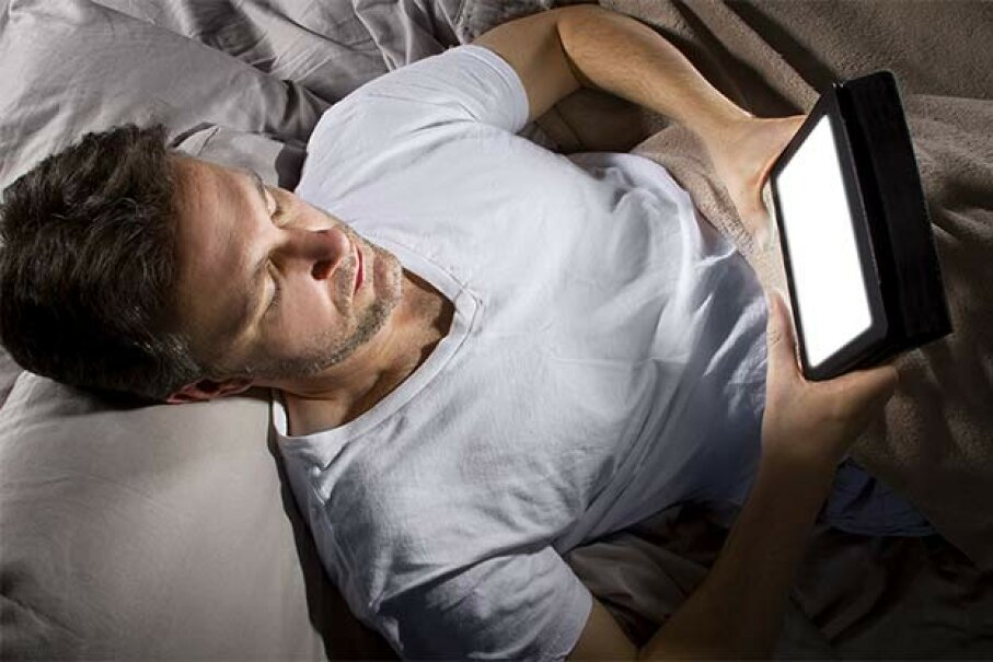 Don't read from your tablet or watch TV just before bedtime -- the light can throw off your body clock. innovatedcaptures/iStock/Thinkstock