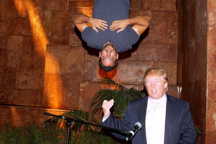 "Magician David Blaine hangs above developer Donald Trump during a press conference promoting ""David Blaine: Dive of Death."" © Walter Weissman/Corbis"