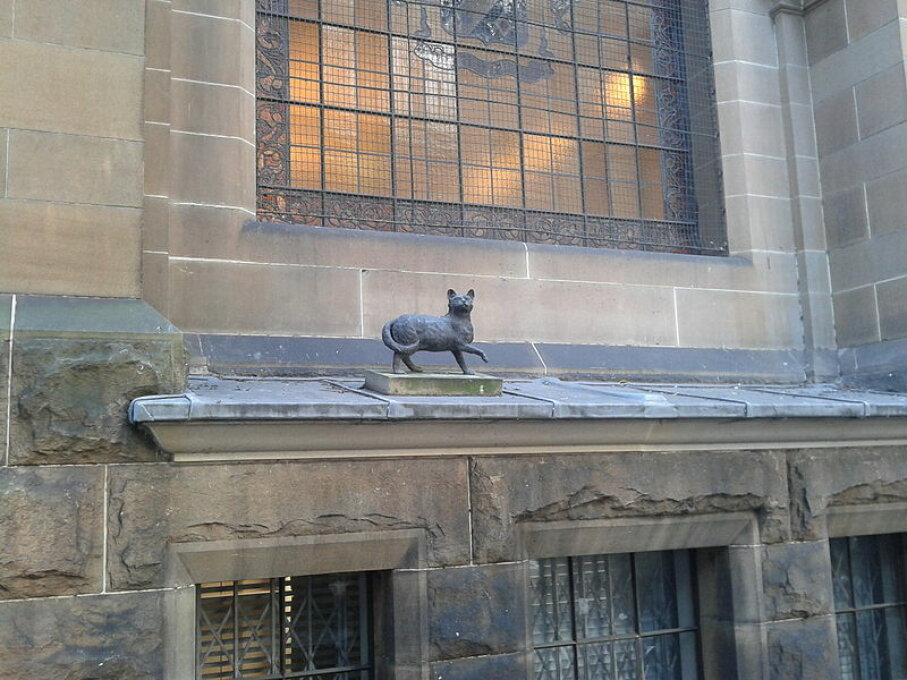 Trim, statue of cat