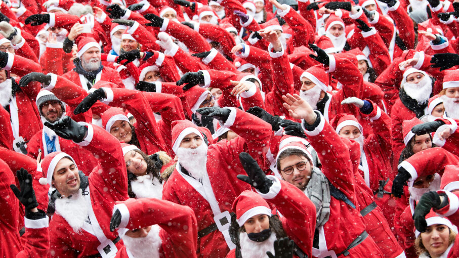 Over 1,000 people dressed in Santa Claus costumes prepare for a run.