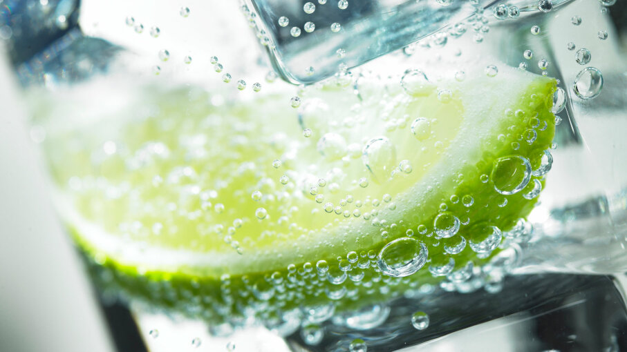 ice in glass with lime
