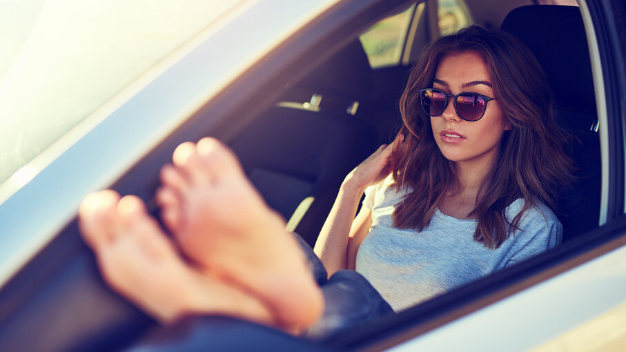 driving barefoot