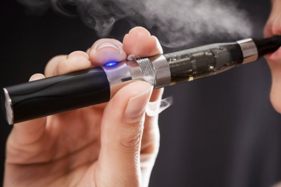 Without regulation, there's no way to know exactly what you're inhaling from your e-cig. © scyther5/iStock/Thinkstock
