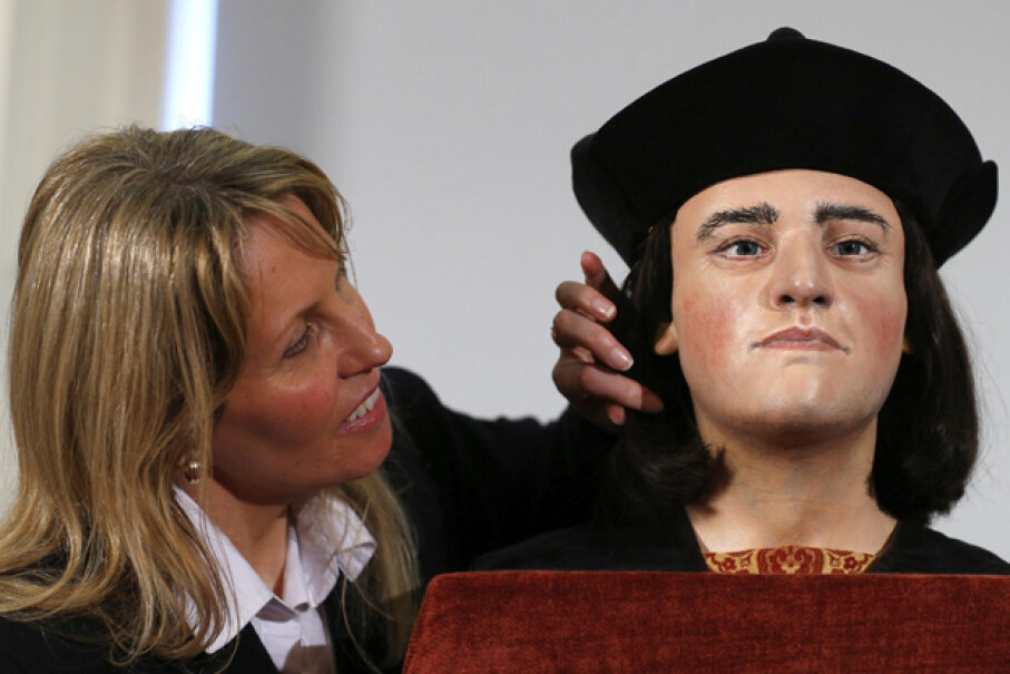 Philippa Langley, originator of the Looking for Richard project, poses next to a facial reconstruction of King Richard III at a London news conference. The bones of the last English monarch to die in battle were found under a car park in 2012. © ANDREW WINNING/Reuters/Corbis