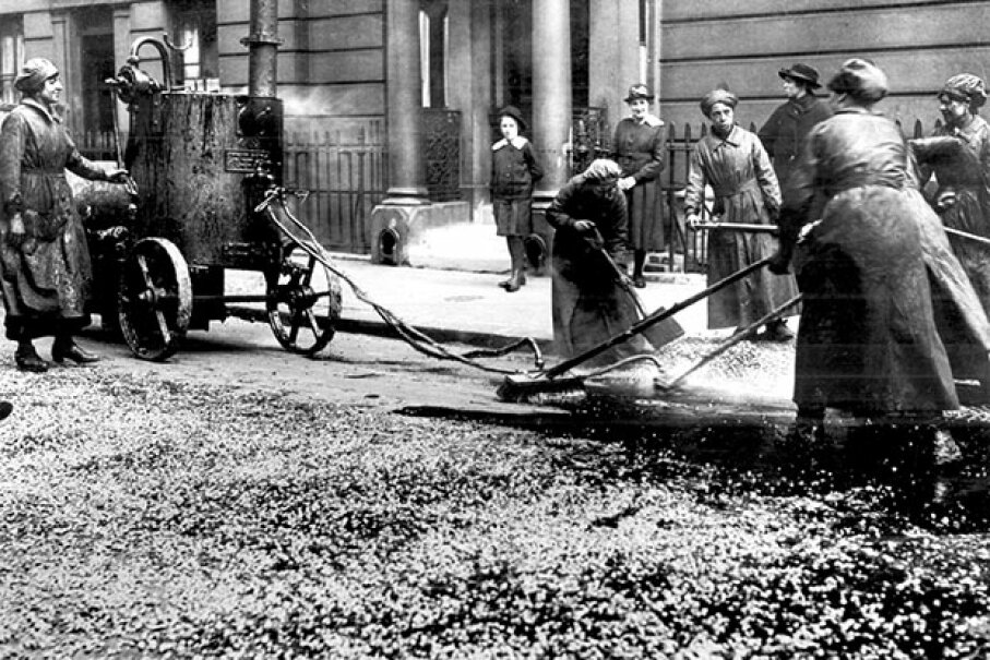 During World War I, women did many jobs traditionally held by men. Here, a group of women are resurfacing a city street in London. Even in the 21st century, it would be rare to see a woman doing this type of work. Universal History Archive/UIG via Getty Images