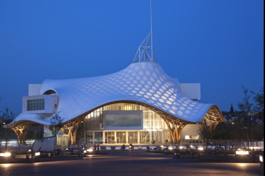 Another project of Shigeru Ban, the Centre Pompidou-Metz in France. Ban, along with Jean de Gastines, designed the modern art museum, which was inaugurated in 2010 by Nicolas Sarkozy. The beams of the funky roof are made of laminated timber. © Colin Matthieu/Hemis/Corbis