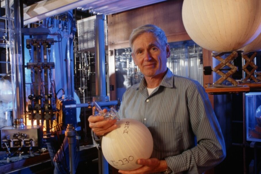The man for whom the apartments are named, legendary atmospheric scientist Charles David Keeling, who was affiliated with the University of California's Scripps Institution of Oceanography in San Diego from 1956-2005. © Jim Sugar/Corbis