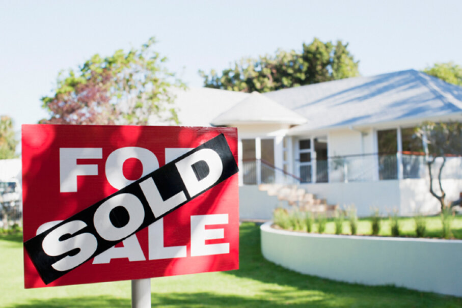 Buying an unseen house through the Internet is possible, but presents potential red flags. Martin Barraud/Getty Images