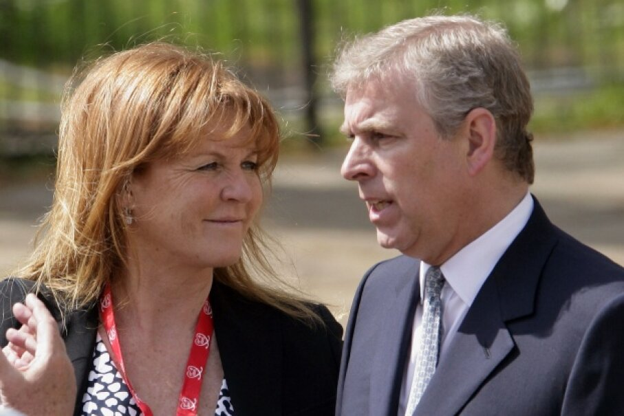 Sarah Ferguson and Prince Andrew awaiting their daughter Princess Beatrice at the finish line of the Virgin London Marathon in April 2010. ©Indigo/Getty Images