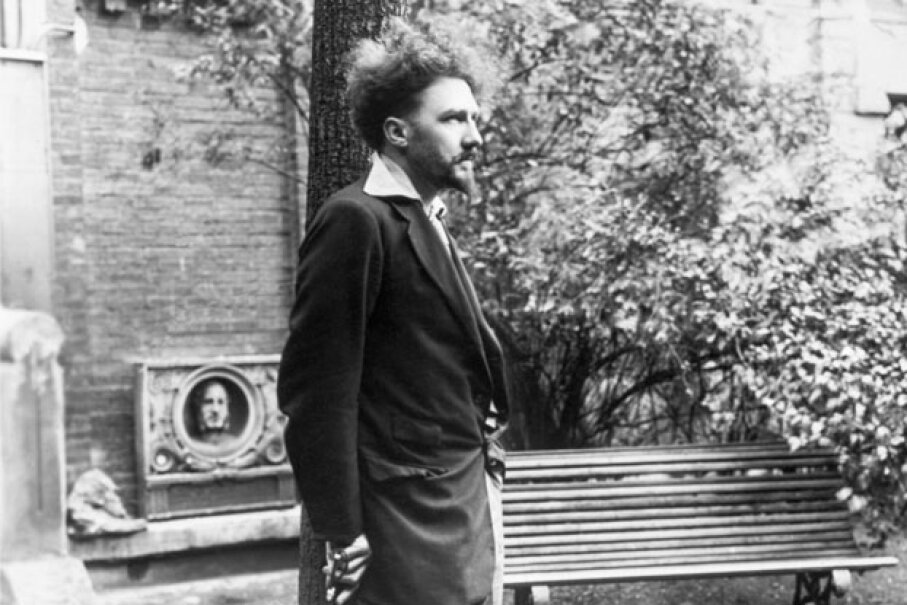 Ezra Pound in Paris in 1923, two years before he moved to Italy. © Bettmann/CORBIS