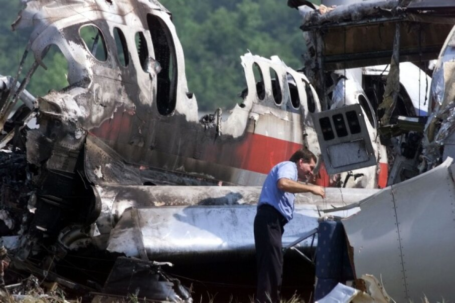A federal investigator examines the remnants of American Airlines flight 1420. You can kind of see how climbing out of that wrecked plane might mess with your mind. Jeff Haynes/AFP/Getty Images