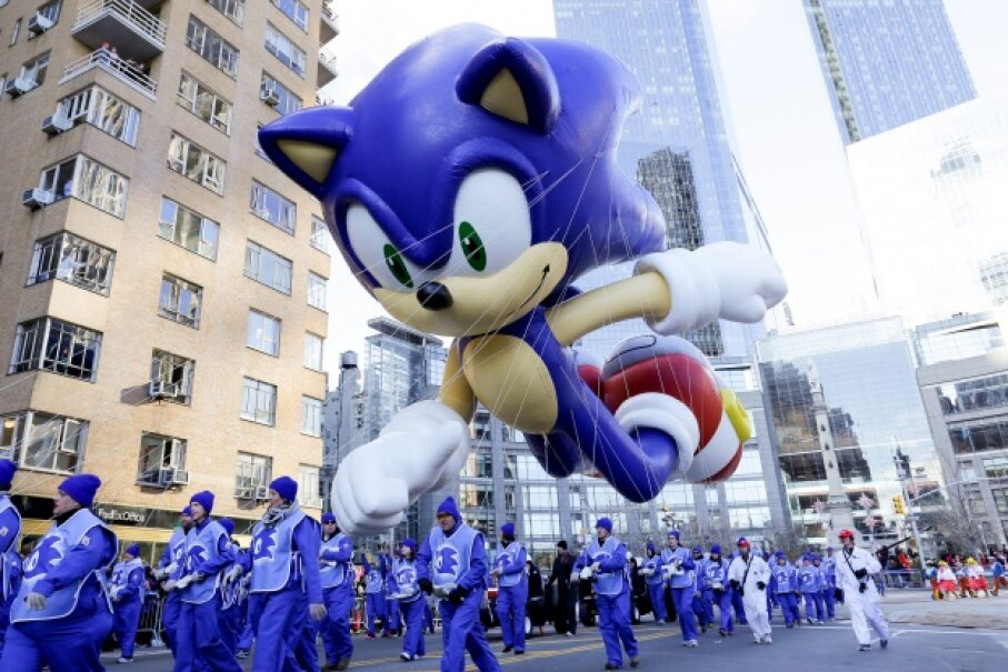 Sonic in balloon form, flying over the 87th Annual Macy's Thanksgiving Day Parade in New York City. © Andrew Toth/Getty Images for Sega of America