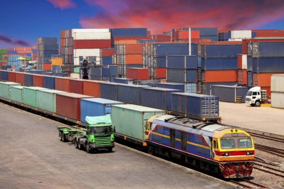 Freight containers have been used for decades to transport goods, but now they're connected to sophisticated tracking systems. © nattanan726/iStock/Thinkstock