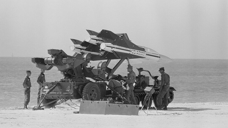 U.S. soldiers gear up an anti-aircraft missile for launch during the Cuban Missile Crisis. Bettmann/Getty Images