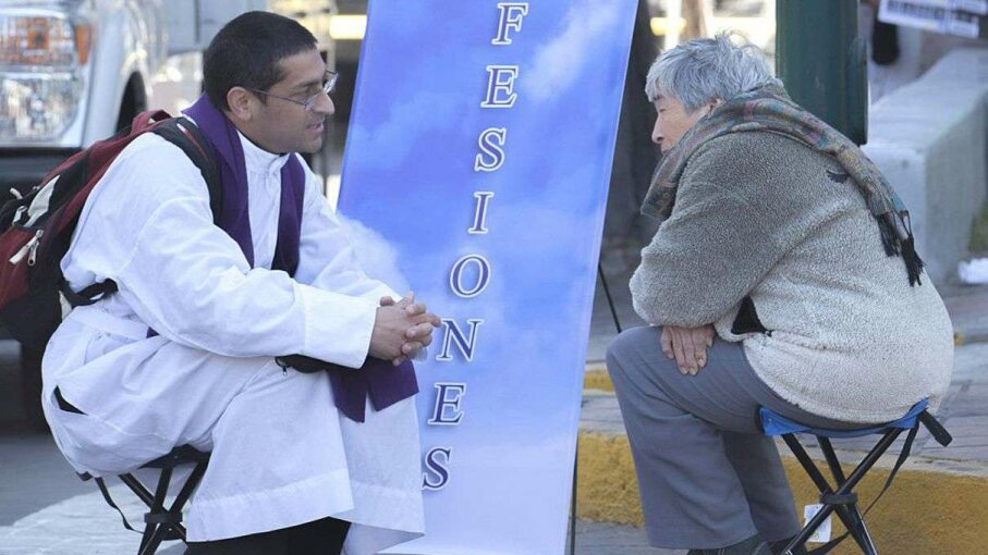 A priest takes confession to a woman before the return of Pope Francis to Mexico City on Feb. 13, 2016. DIANA ULLOA/AFP/Getty Images