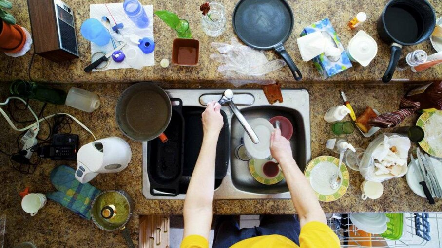 Can a cluttered kitchen have an impact on your waistline? A new study suggests that may be the case. Igor Kisselev/www.close-up.biz/Getty Images