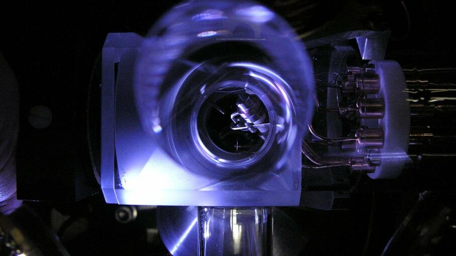 That's the ion trap of the PTB's single-ion ytterbium clock. PTB