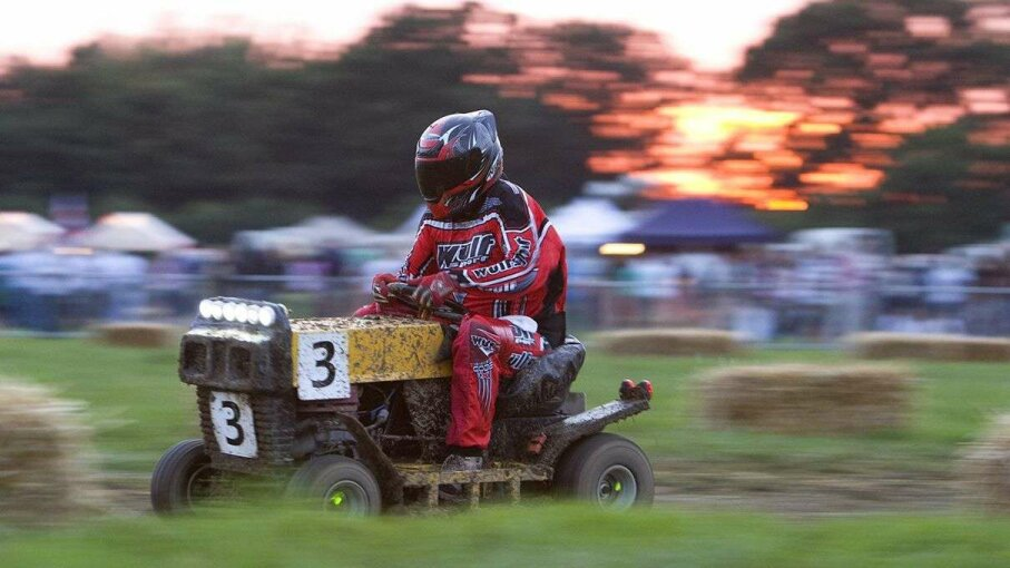 Lawnmower racing season kicks off Carousel: Emma Wood/Getty Images; Video: Reuters