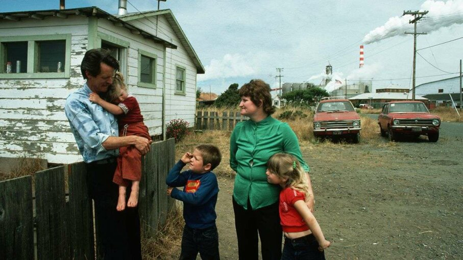 An unemployed California lumber mill worker and his family photographed in 1980.  Ted Streshinsky/CORBIS
