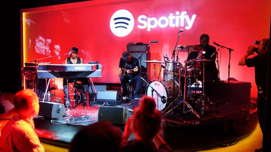 Neo-soul and R&B artist D'Angelo performing at a May 2015 Spotify news conference. Don Emmert/Getty Images