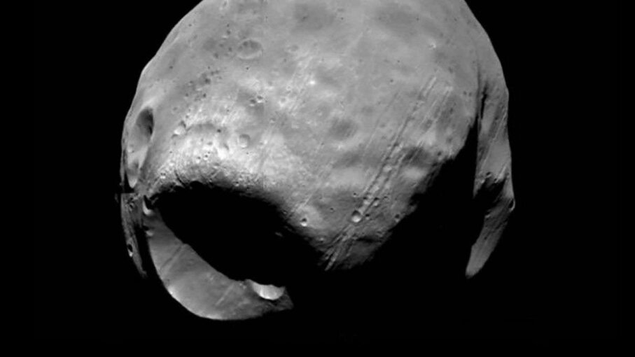 Scientists designed a mathematical model that explains the creation of the mega-crater on the surface of Phobos. Viking Project/JPL/NASA