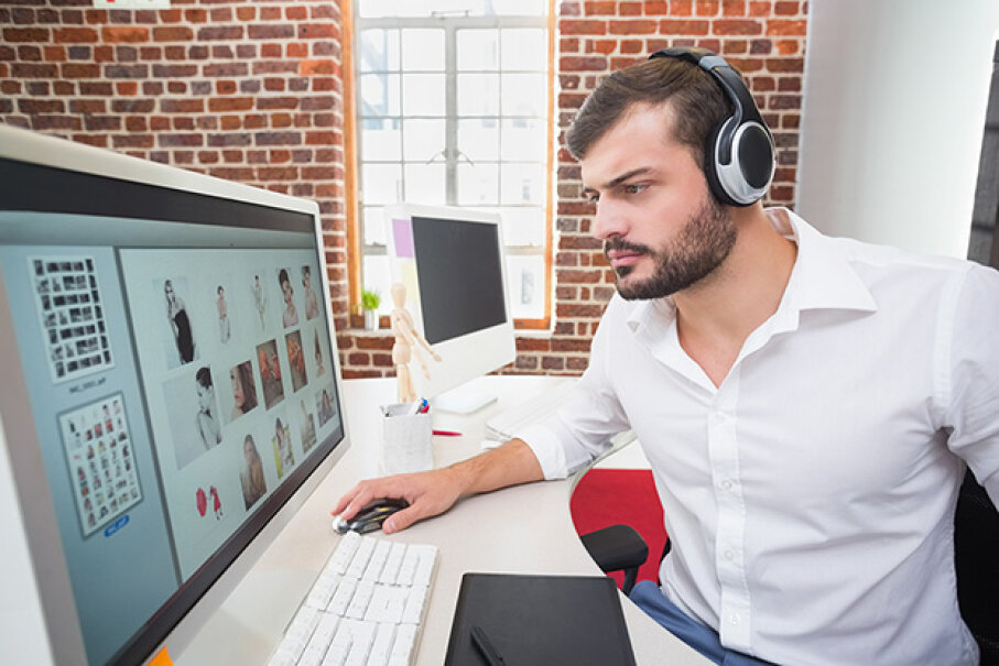 Headphones are a blessing in open plan offices. 4774344sean/iStock/Thinkstock