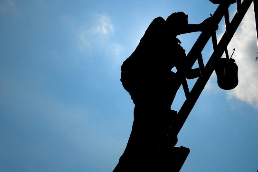 Don't overestimate your (rookie) abilities before you head up that ladder. Ingram Publishing/Thinkstock