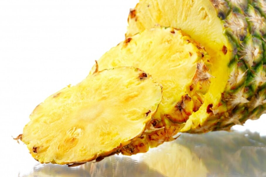 Pineapple is delicious, but fresh pineapple doesn't play well with gelatin. © Yuri Arcurs/Hemera/Thinkstock