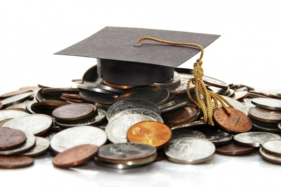Leaving college with a pile of debt is a common problem. ©zimmytws/iStock/Thinkstock
