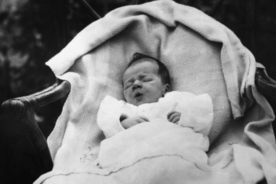 Charles Lindbergh Jr. as a wee babe of two weeks old © Bettmann/Corbis