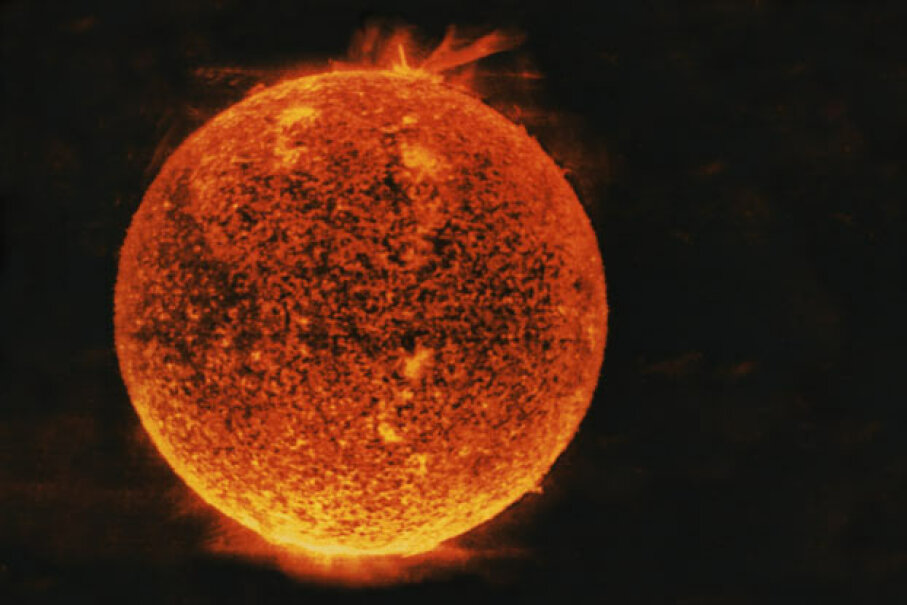Is this what the sun will look like in its final years? Comstock/Thinkstock