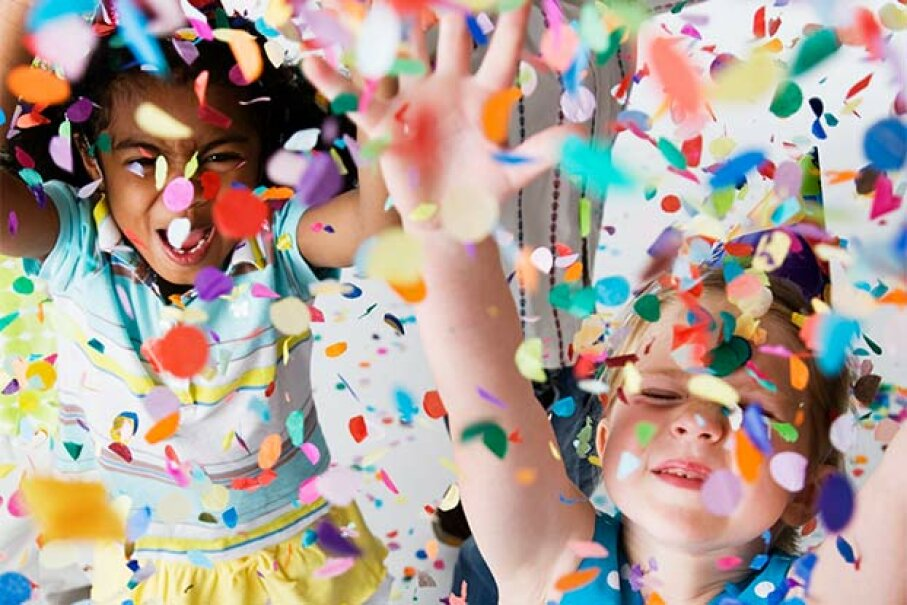 It's the birthday party itself, rather than the birthday cake, that's making the kids run amok. Fuse/Thinkstock