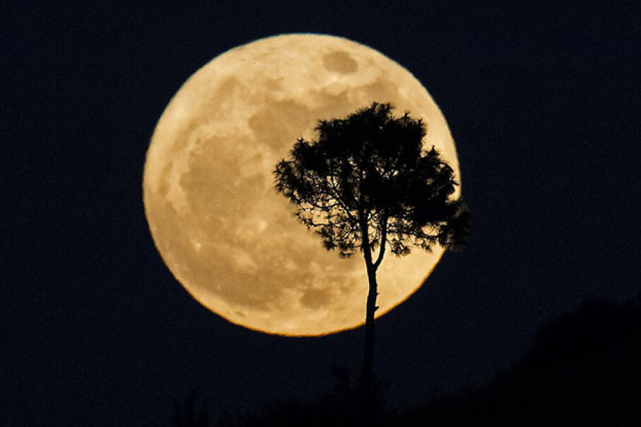 Myanmar supermoon