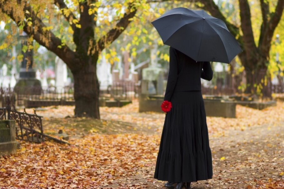 Many people hope for messages beyond the grave from loved ones. iStock/Thinkstock