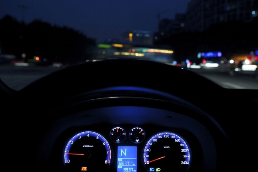 Driving at night has a higher risk for any driver, so inexperienced drivers should avoid after-dark excursions. ©iStock/Thinkstock
