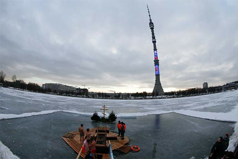 People gather to immerse themselves in an ice hole near the Ostankino television tower during celebrations for Russian Orthodox Epiphany in Moscow, 2015. A similar radio tower north of Moscow transmitted strange beeps and buzzes in the 1980s and '90s. © MAXIM ZMEYEV/Reuters/Corbis